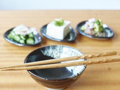 japanisches essen mit stäbchen