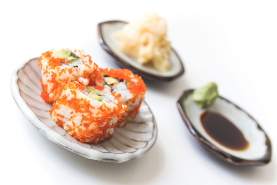 keramik teller und sushi