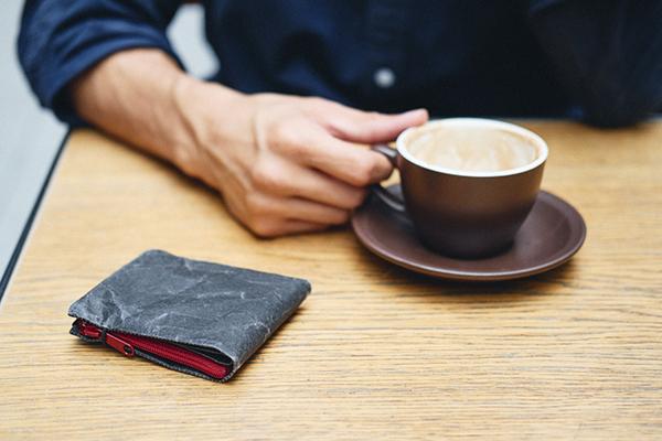 kaffee trinken mit portemonnaie