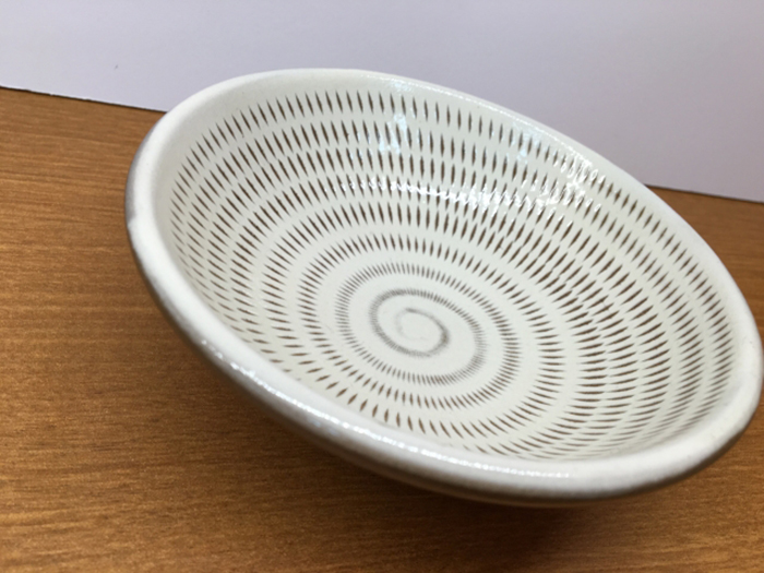 weiße große teller aus keramik