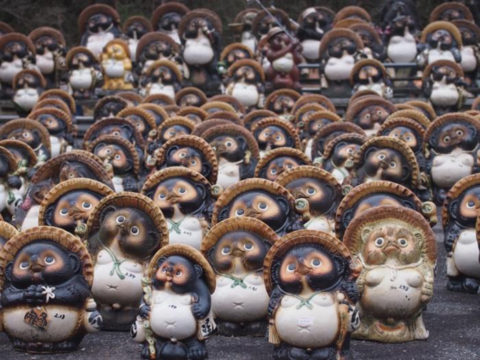 tanuki aus keramik