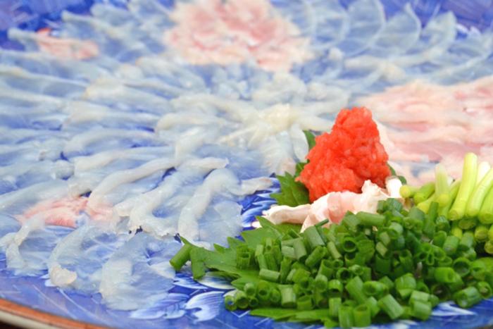 fugu sahimi auf dem teller
