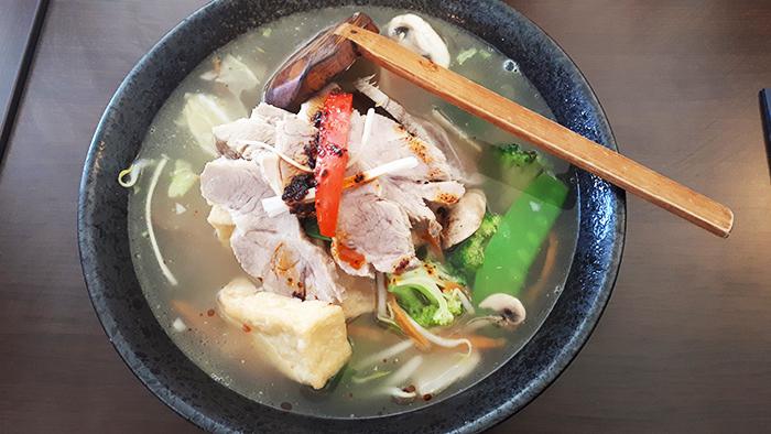 Ramen mit Tofu und mariniertem Schweinefleisch