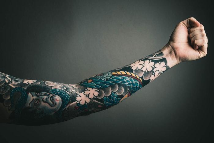 Arm mit einem japanischen sleeve Tattoo