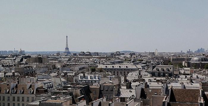 Dächer von Paris mit Eifelturm