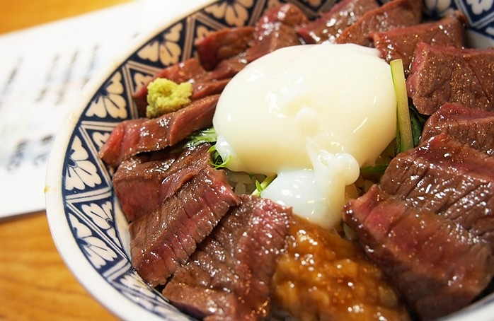 Rindfleisch auf Reis aus Kumamoto Kyushu