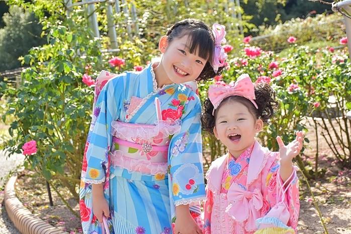 Kinder im Kimono